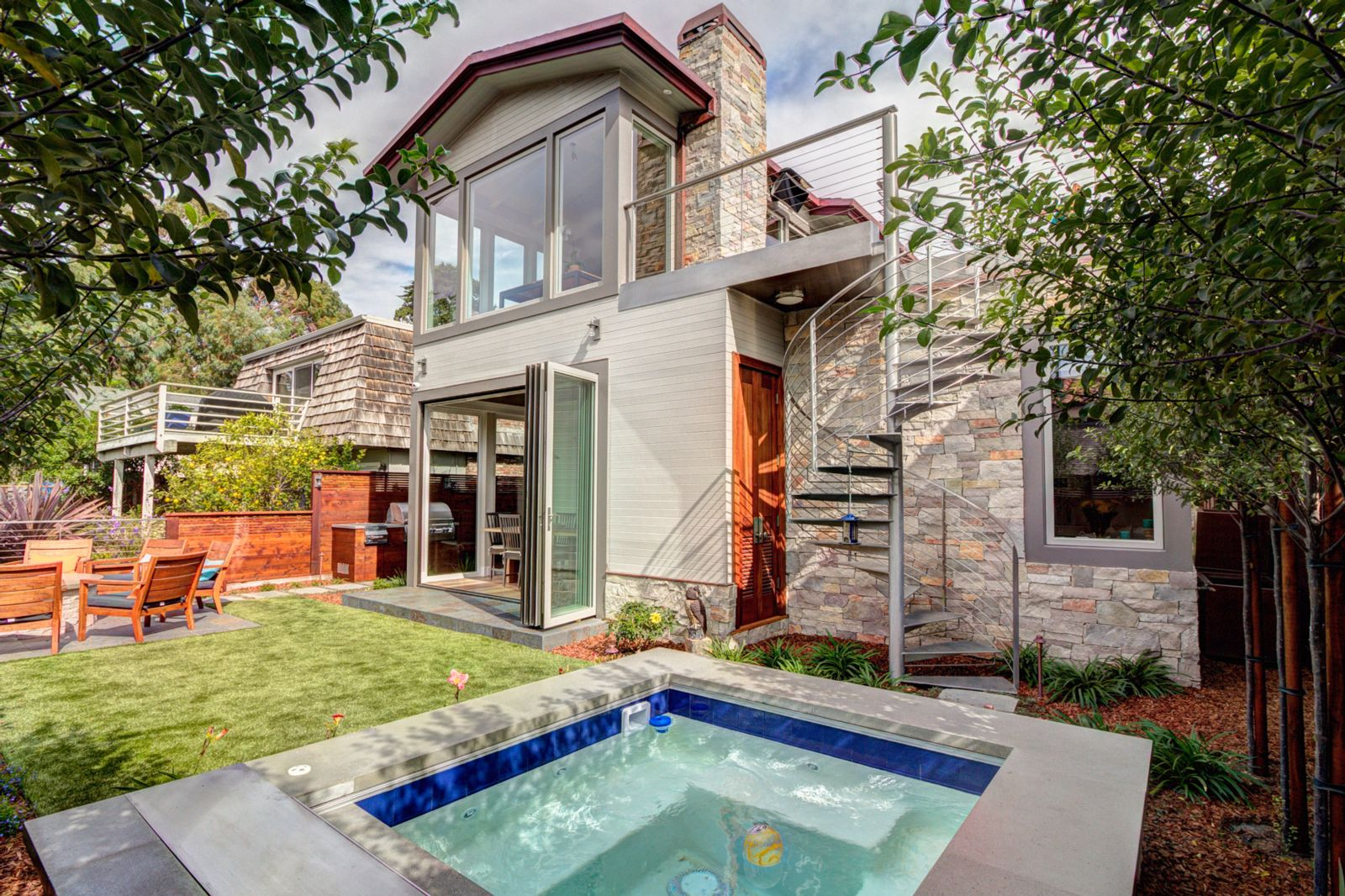 transforming a 1950 bungalow to a luxurious beach cottage the